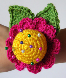 Flower wrist pincushion